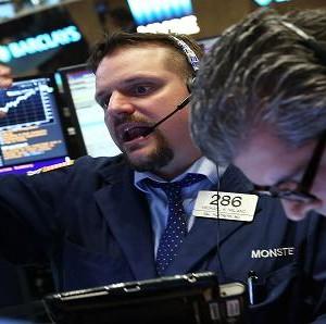 Phiên Mỹ 24/8 đêm qua: Chứng khoán Mỹ phản ứng giảm giá do lo ngại FED. Vàng và dầu cũng chốt phiên giảm