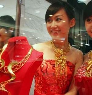 Bản tin 10pm: Deutsche Bank qua cơn hiểm nghèo, Trung Quốc đóng cửa nghỉ lễ khiến giá vàng rơi không phanh
