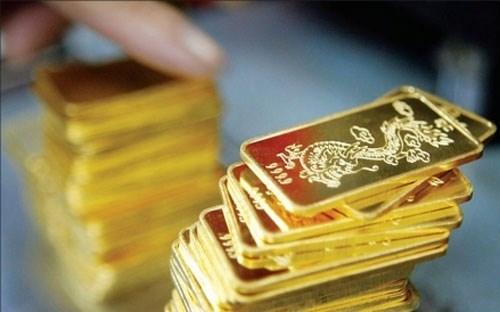 Giá vàng trượt dốc nên mua hay bán?
