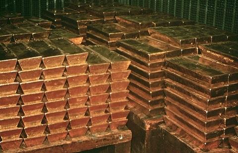 Triển vọng lãi suất tăng tiếp tục gây áp lực lên vàng