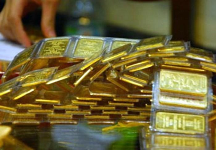 """Giá vàng tiếp tục """"đổ đèo"""""""