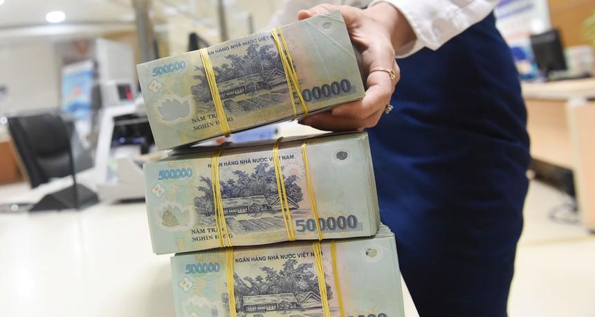 Tỷ giá USD trong ngân hàng thương mại và thị trường tự do cùng đi ngang