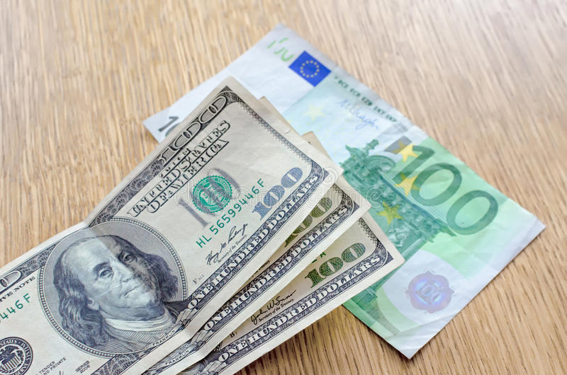 TT ngoại hối 7/8: EUR gãy đợt tăng khủng; USD hồi phục ngóng tin việc làm tháng 7
