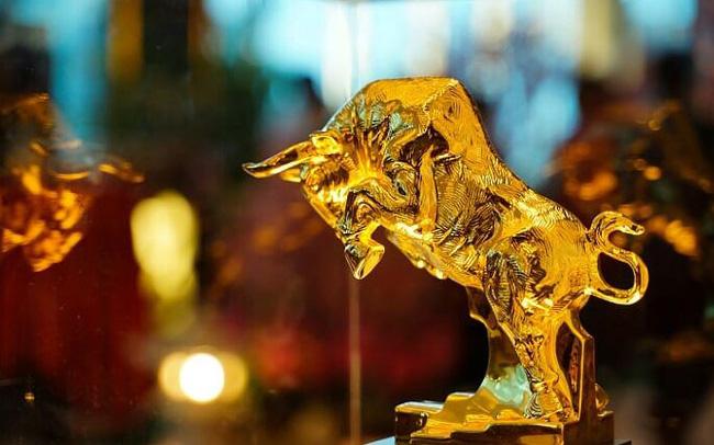Xác lập kỉ lục mới, vàng đóng cửa tại vùng $2070/oz