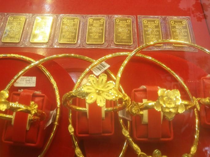 Giá vàng vượt mốc 62 triệu đồng/lượng