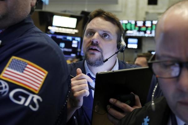 Phiên 16/9: Dầu thô vọt 4% vì cung giảm; Phố Wall đi xuống vào cuối phiên dù được Fed hỗ trợ