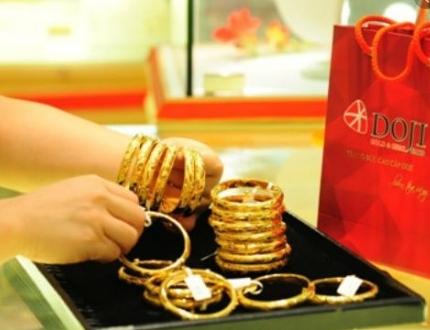 Vàng đang đi lên, liệu đà tăng có kéo dài khi đồng USD vẫn đứng vững?