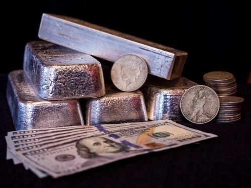Capital Economics: Bạc sẽ neo theo đà tăng của vàng, lực cầu được cải thiện vào cuối năm