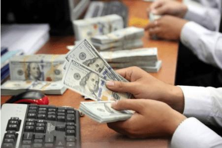 Tỷ giá VND/USD 30/10: Tăng mạnh trên thị trường tự do