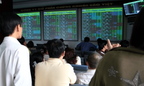 TTCK sáng 23/11: Cổ phiếu thép bứt phá trở lại sau khi điều chỉnh đầu phiên