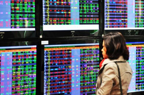 TTCK sáng 13/1: Đà tăng bị thu hẹp, VN-Index chưa vượt được mốc 1.200 điểm