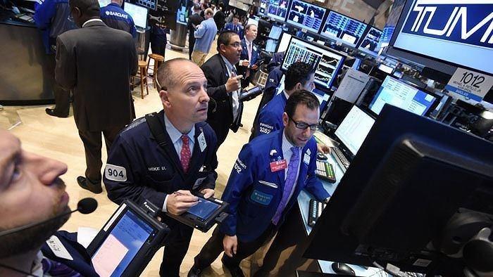 Phiên 13/1: Phố Wall trái chiều, dầu thô không tăng dù nhận tin tốt từ EIA