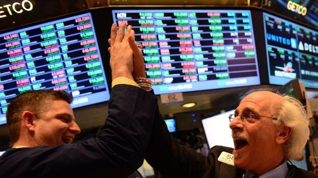 Phiên 1/3: S&P 500 có phiên tốt nhất từ tháng 6; Dầu thô rời đỉnh năm