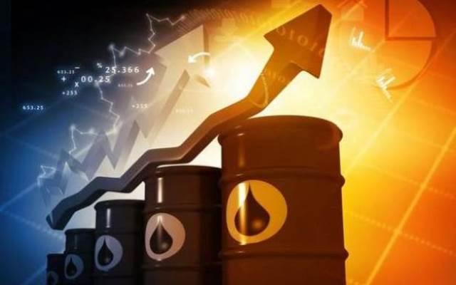 Cơ sở dầu mỏ của Ả rập Xê út bị tấn công, giá dầu lần đầu vọt lên 70 USD/thùng trong 1 năm qua