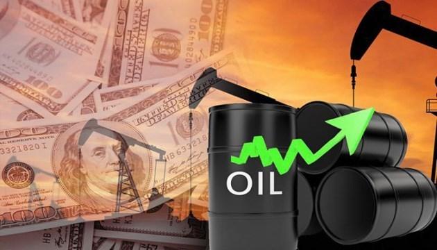 Vì sao vàng không bứt phá khi giá dầu chạm đỉnh gần 3 năm?