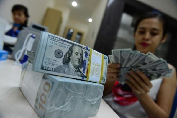 Tỷ giá USD/VND: TGTT tăng mạnh lên 23.200; giá USD ngân hàng và chợ đen nhảy vọt