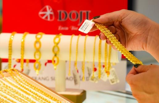 Đà tăng dần thu hẹp, vàng nội vẫn bỏ xa vàng ngoại gần 7 triệu đồng một lượng