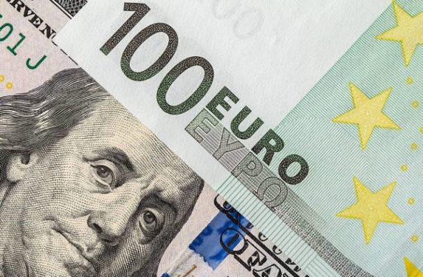 TT ngoại hối 17/5: USD giảm nhẹ, tiền tệ hàng hóa bị bán mạnh