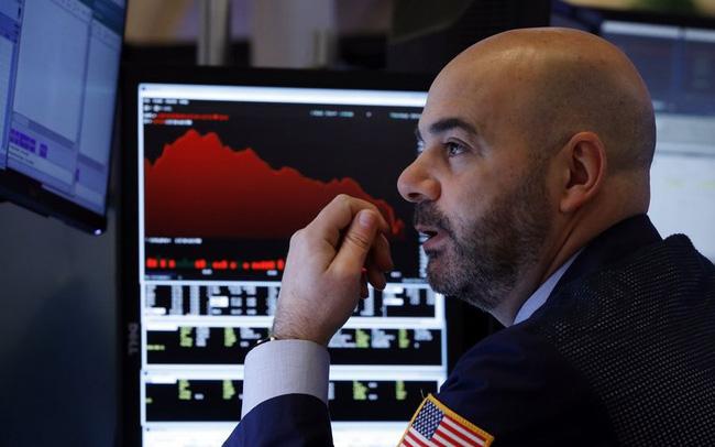 Phiên 17/5: Phố Wall giảm điểm, cổ phiếu năng lượng bất ngờ đi xuống dù giá dầu tăng