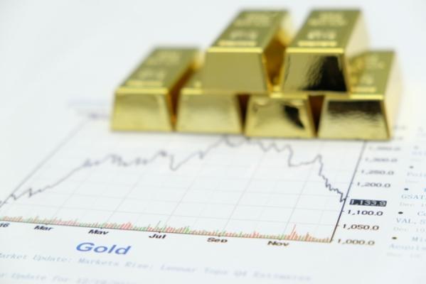 Bloomberg Intelligence: Vàng đang 'chiết khấu rất hấp dẫn' so với đầu thô, mức 2000$ chỉ là trong nay mai