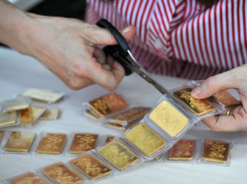 Đà giảm không tương xứng, vàng trong nước tăng mức chênh lệch với vàng thế giới